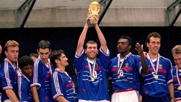 -Consiguió el Mundial de 1998 y la Eurocopa 2000 con Francia.
