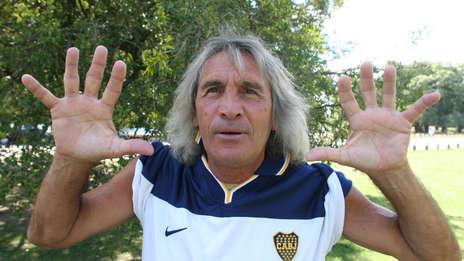 Cuando jugaba en Argentinos antes de enfrentarse a Boca y hacer cuatro goles.