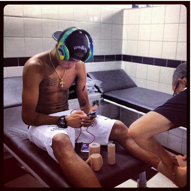 Neymar (@njunior11)