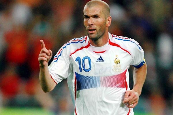 Es uno de los cuatro futbolistas en anotar más de un gol en la Final de la Copa del Mundo.