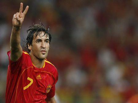 Fue capitán de España desde 2002 a 2006.