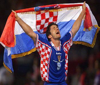 Es el máximo goleador de la historia de Croacia.