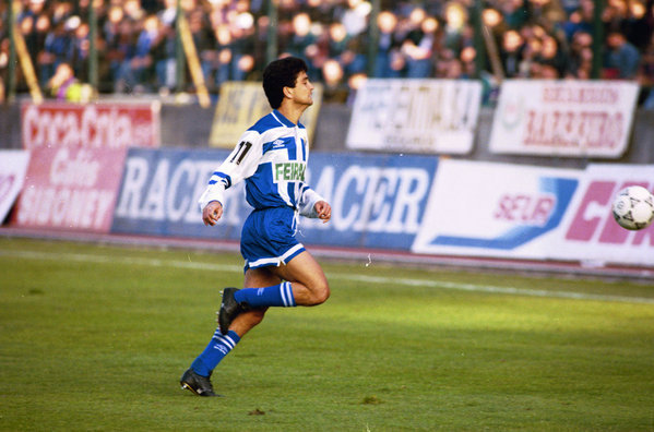 Fue uno de los grandes delanteros de la liga española en la década de los noventa.