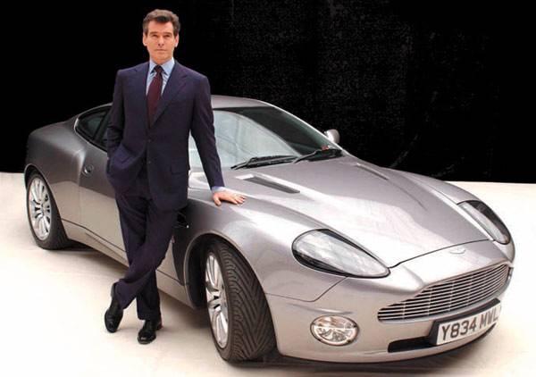 James Bond, otro modelo de Aston Martin, el DB9 de 465 caballos